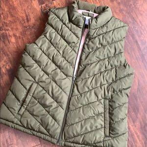 Gap olive puffer vest